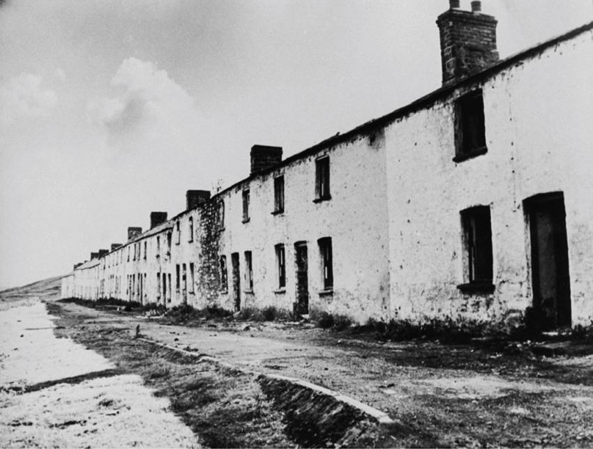 Back Row, Onllwyn: bythynnod gweithwyr deulawr, bellach wedi'u dymchwel. DI2008_1332 NPRN 407800