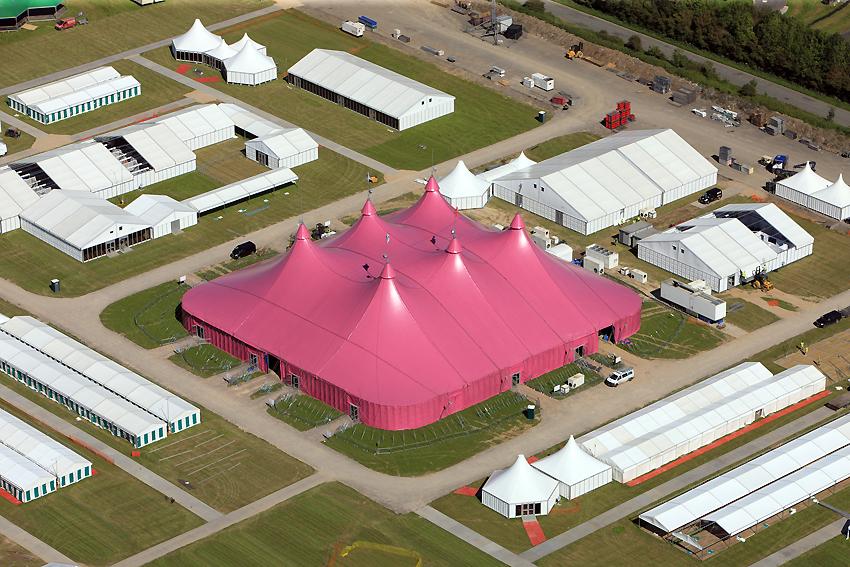 1. Maes Awyr Llandŵ, safle Eisteddfod Genedlaethol Cymru 2012