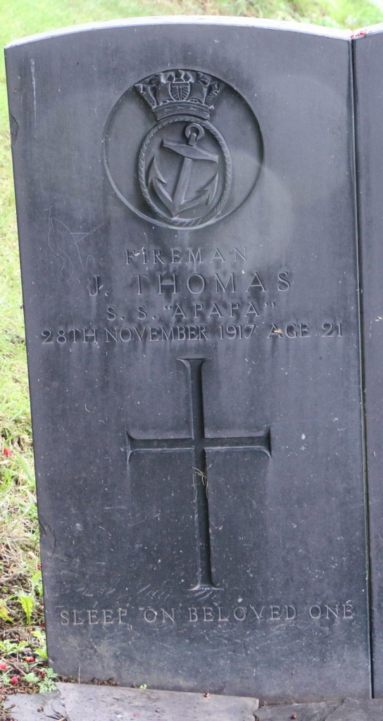 The gravestone of John Thomas at Glanadda Cemetery. Reproduced by the kind permission of the photographer, Richard Roberts.