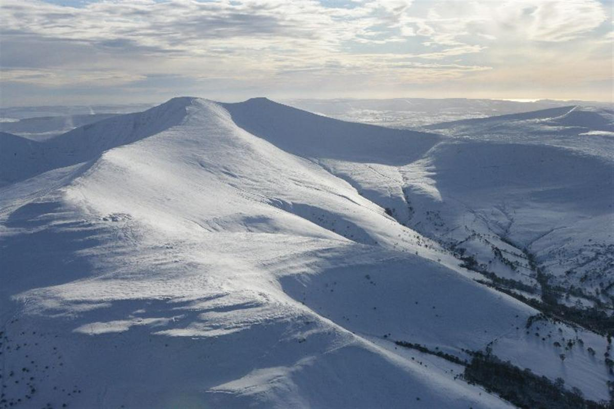 Brecon Beacons and Pen y Fan. Taken by Toby Driver on 06/02/2009.