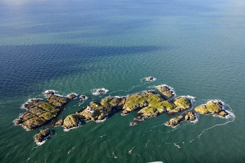The-remote-Skerries-islet-off-Anglesey-home-to-a-lighthouse-historic-buildings-and-fragile-archaeological-earthworks