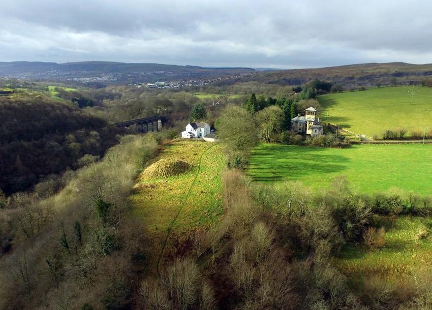 Cae Burdydd Mound NPRN 305711 PRD_02_0707 C.624624