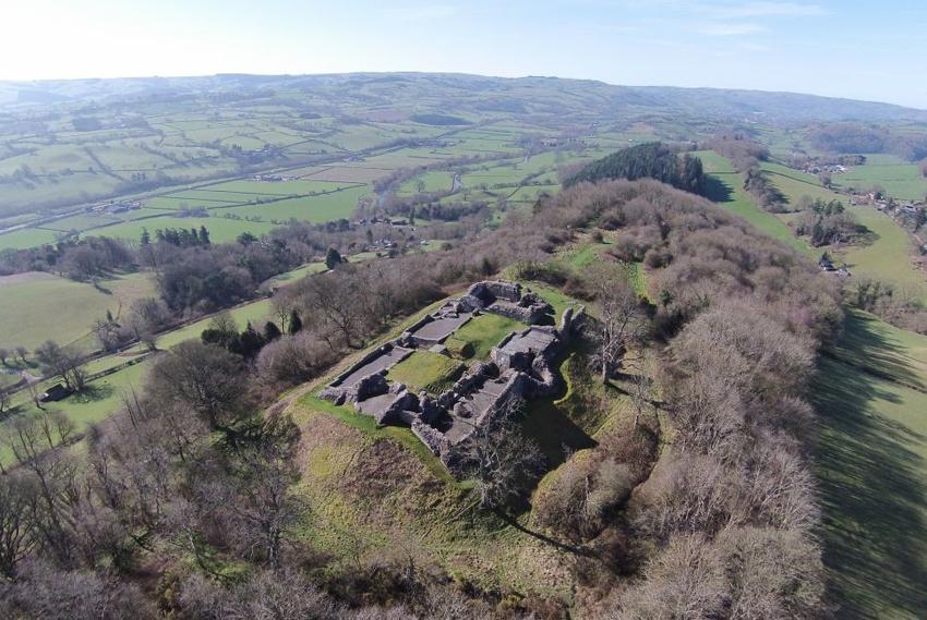 Sylfaenwyd Castell Dolforwyn gan Lywelyn ap Gruffudd chwe blynedd wedi llofnodi'r cytundeb, ar ôl i'r heddwch yr oedd wedi'i greu ddechrau chwalu.