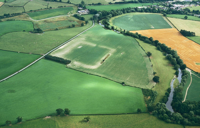 The ford at Rhydwhyman, where the Treaty of Montgomery was signed on 29 September 1267, is located at the bend in the river at the top of the photograph. The massive banks of Forden Gaer Roman Fort show as parchmarks in the centre.
