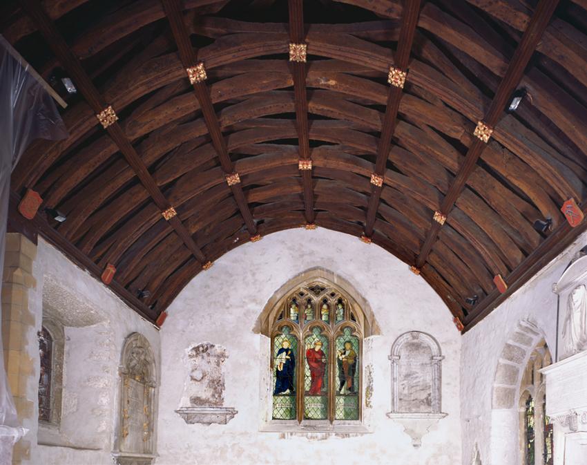 Llun o do cangell Eglwys Sant Ioan Fedyddiwr, y Drenewydd yn Notais, Porthcawl: ailgodwyd rhan helaeth o'r eglwys tua diwedd y 15fed ganrif – dechrau'r 16eg ganrif.