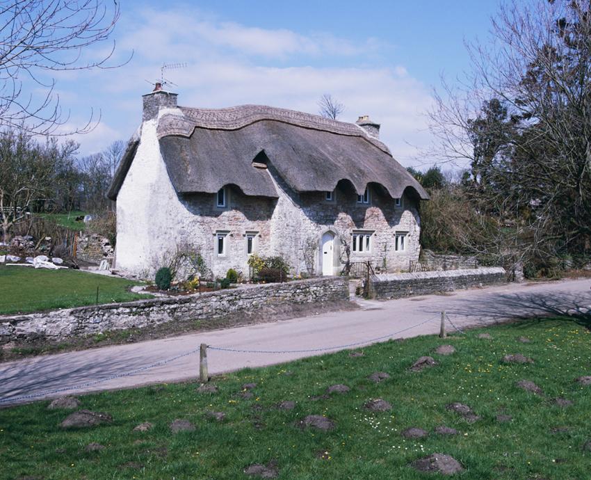 Llun o du allan Church Cottage, Merthyr Mawr: 17eg ganrif.