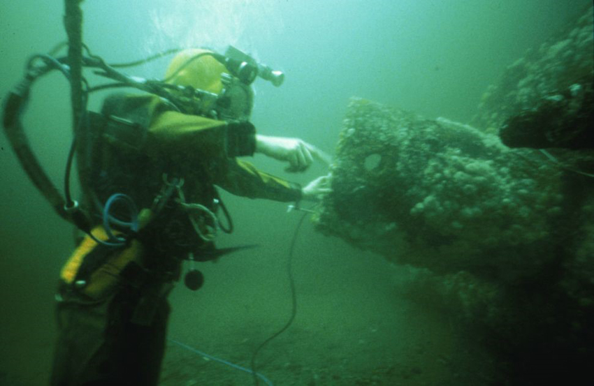 From the collections of the Royal Commission – a diver from the Archaeological Diving Unit exploring the wreck of the submarine in 1997.