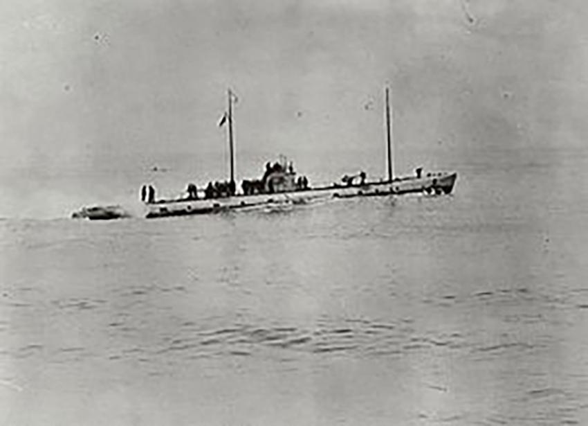 Y llong danfor Almaenig U-111.
