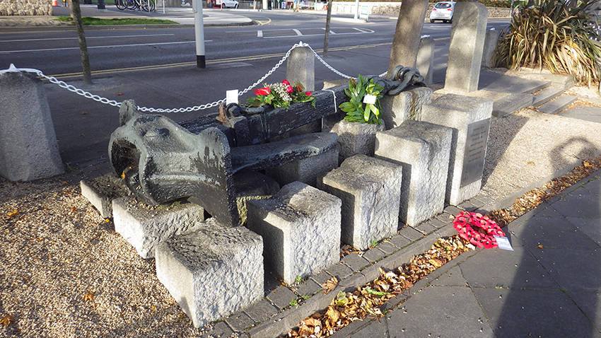 The anchor from the RMS LEINSTER has been installed as a memorial at Dún Laoghaire. The official death toll was 501 – the largest single loss of life in the Irish Sea.