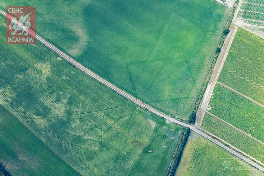 9 – Fferm o'r Oes Haearn newydd ei darganfod ar arfordir Ceredigion (Hawlfraint y Goron CBHC)