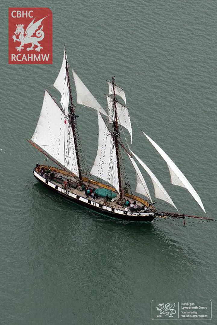 Llong hwylio o Regata Aberdaugleddyf, oddi ar Lanfa'r Gorllewin, South Hook Point, 2008. Cyfeirnod AP_2008_1412 C.901643 NPRN: 34312