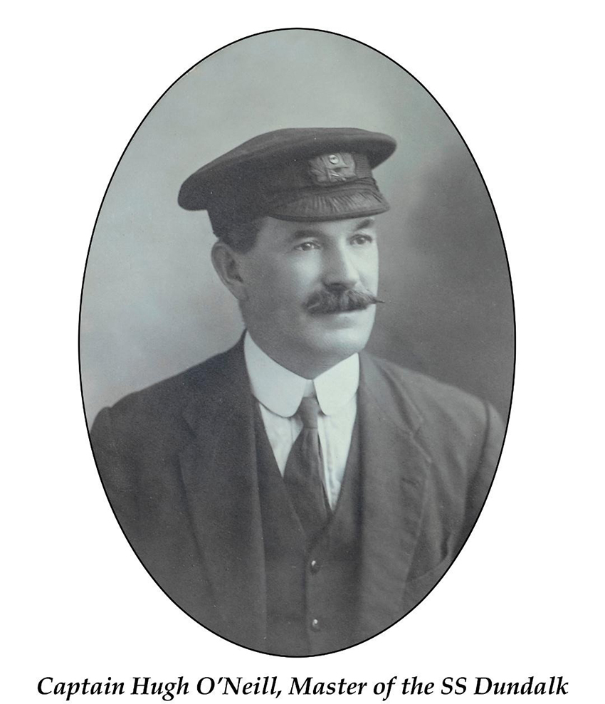 Capten Hugh O'Neill, Meistr yr SS DUNDALK. Hoffem ddiolch i Bwyllgor Coffáu'r TSS Dundalk a roddodd ganiatâd i gyhoeddi'r llun hwn.