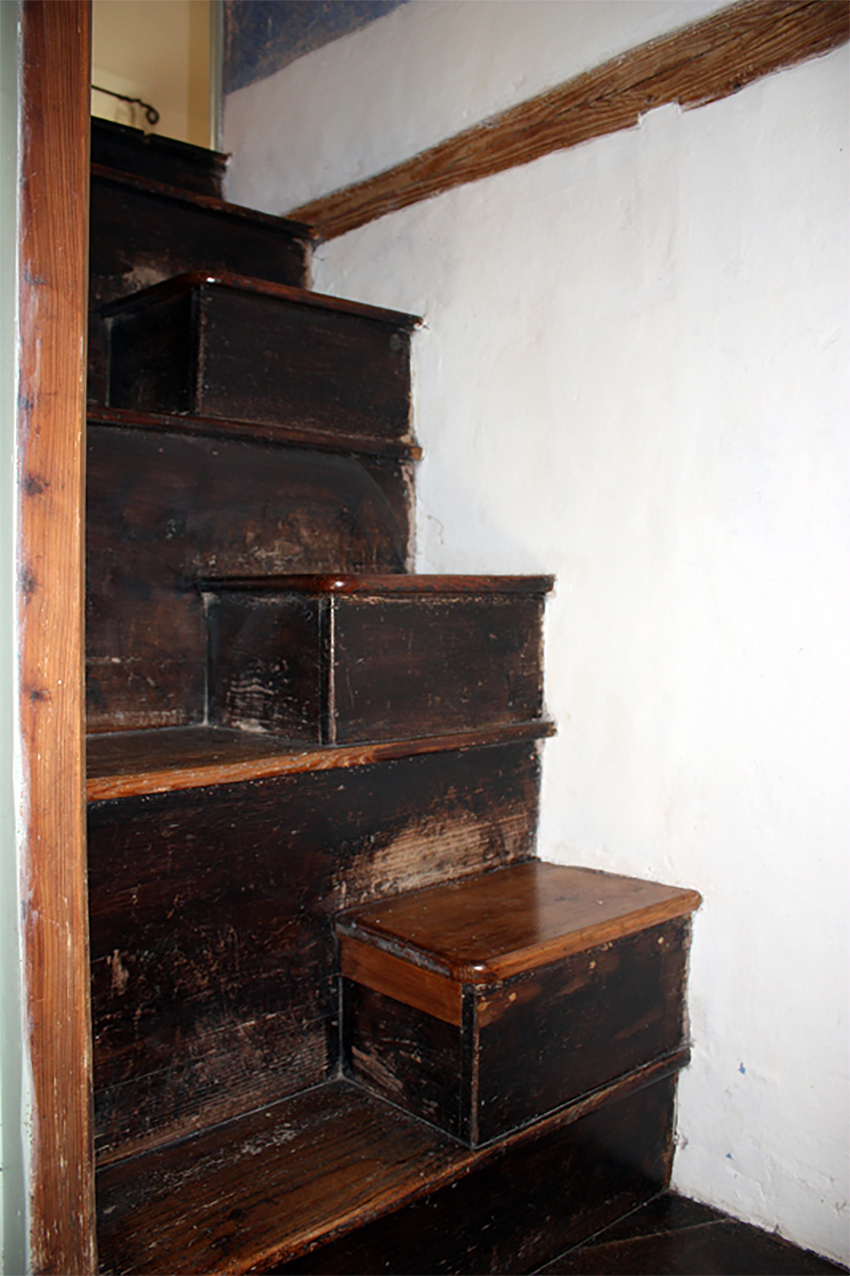 Pantyrhwch stair with staggered half steps. Image: DS2011_056_003