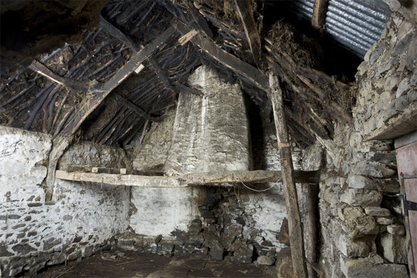 Wig-wen-fach: interior view with scarfed cruck. Image: DS2010_116_003 / NPRN: 35396