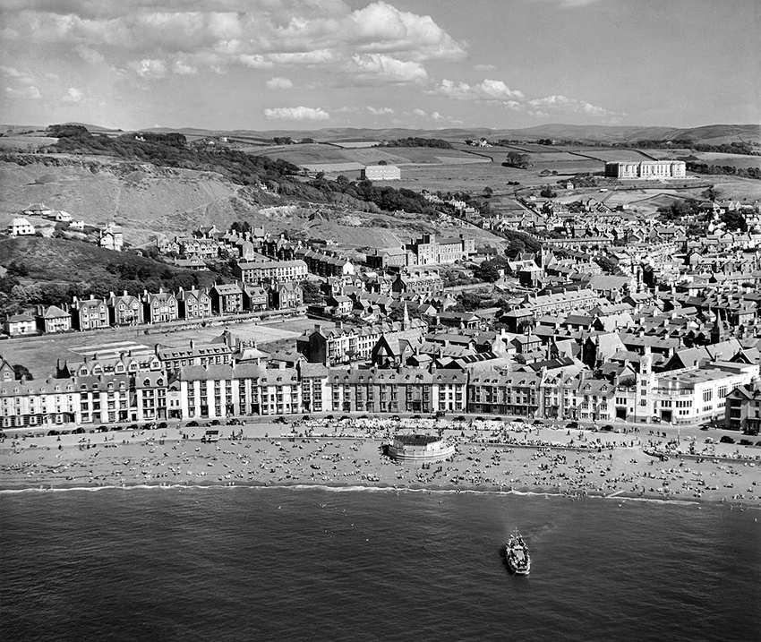 Aberystwyth North Beach on a hot Sunday in July 1947, NPRN: 33035, AFL03_R8767