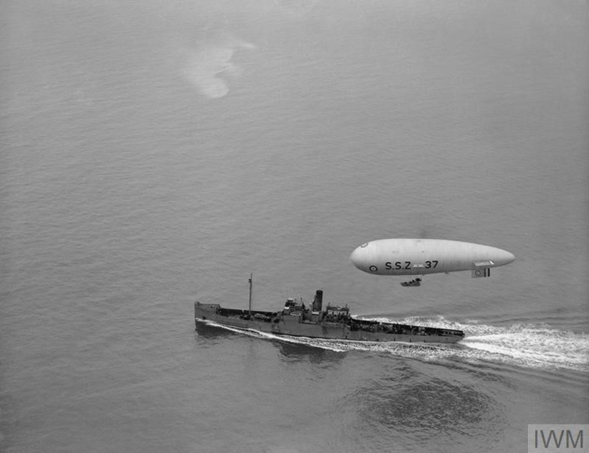 Zero airship working in cooperation with surface vessels seeking U-boats and sea mines© IWM (Q 48005)