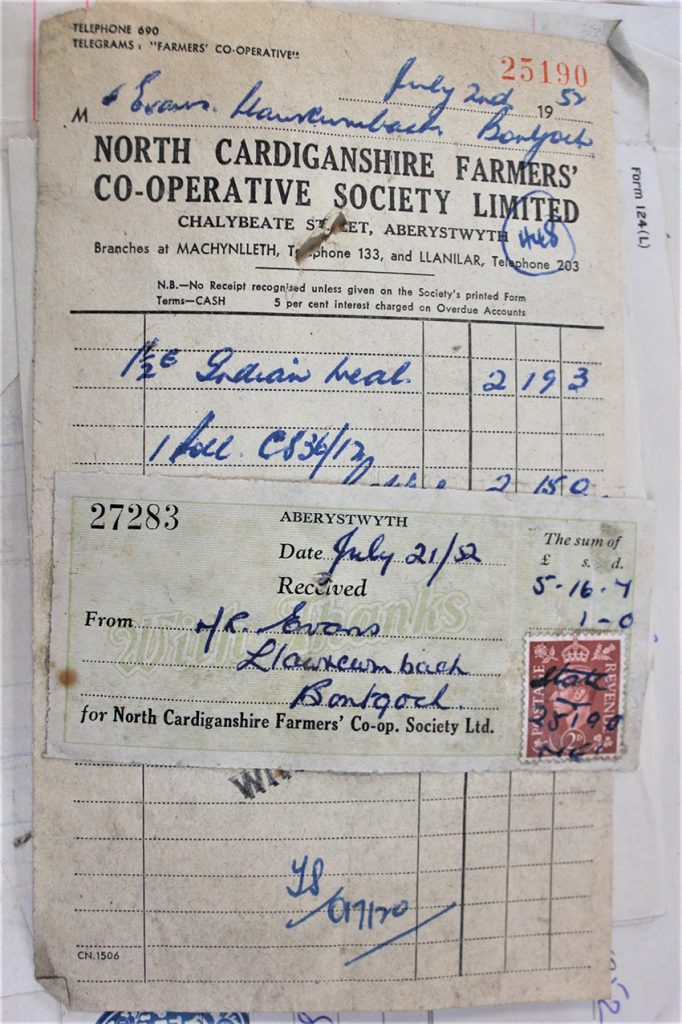A receipt from the Llawrcwmbach paper archive dated July 1952 for livestock feed.