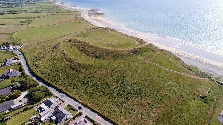 Dinas Dinlle Hillfort and Second World War seagull trench