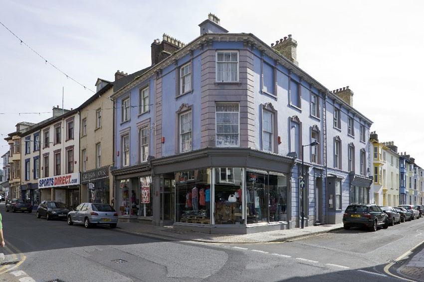 O 1847, 16 Pier Street, Aberystwyth, oedd safle gwreiddiol y Cambrian Institution for the Deaf and Dumb, yr ysgol gyntaf yng Nghymru i blant byddar. Symudodd yr ysgol i Abertawe ym 1850. NPRN 35105.
