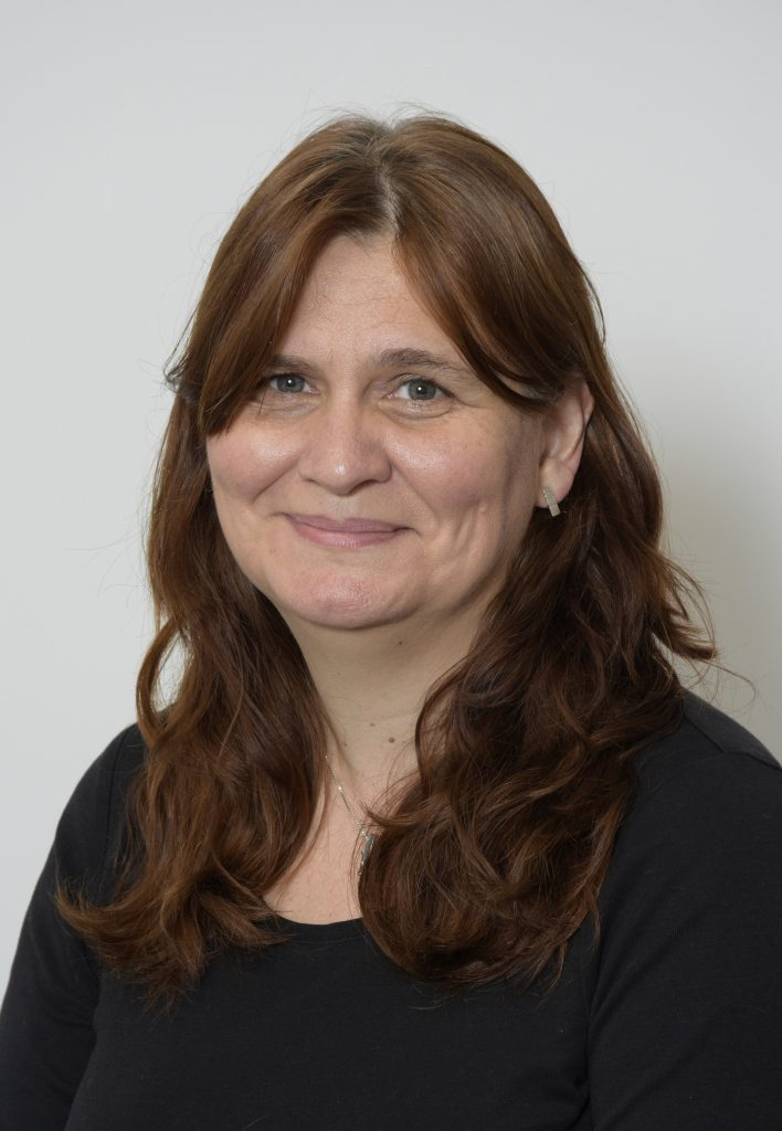 Llun o Dr Louise Emanuel
