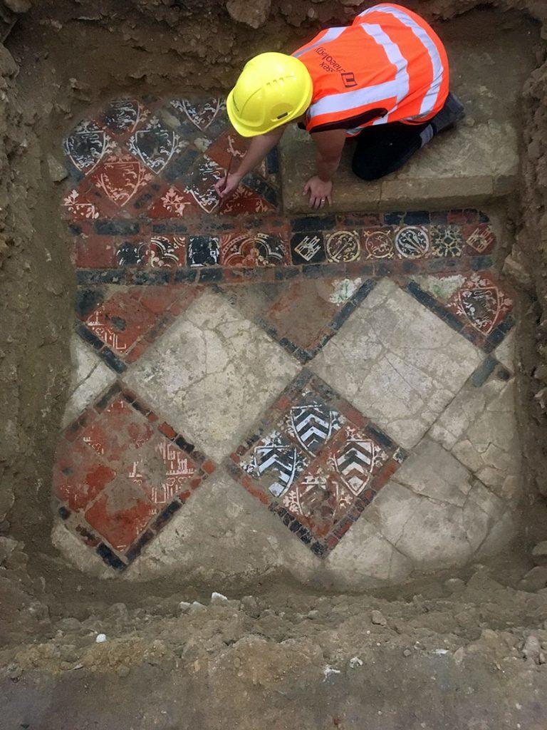 Wessex Archaeology - Llawr Teils Abaty Caerfaddon