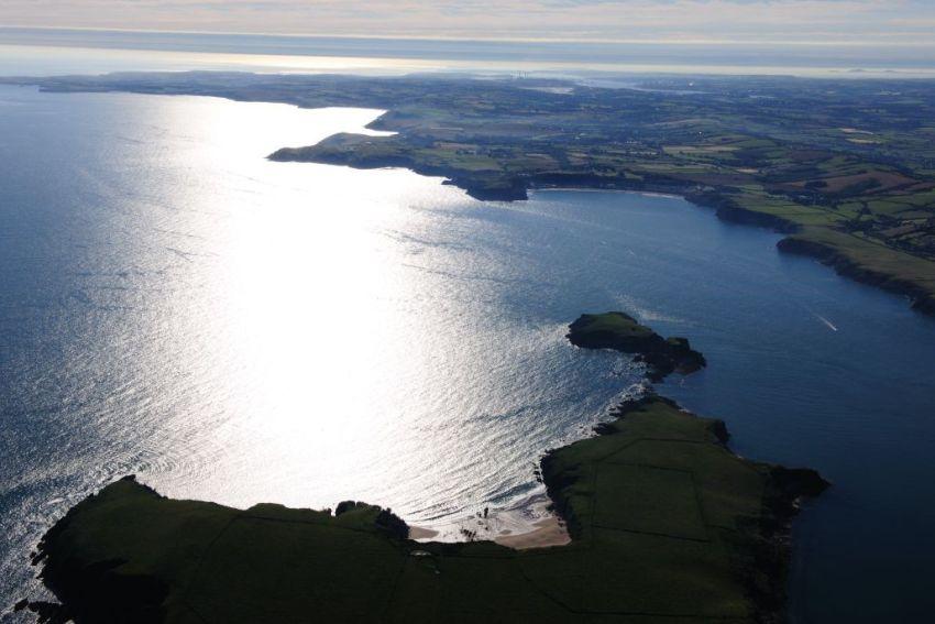 Awyrlun arosgo lliw CBHC o Ynys Bŷr, 24/07/2012, Cyfeirnod AP_2012_3286, C.917487 NPRN 401669