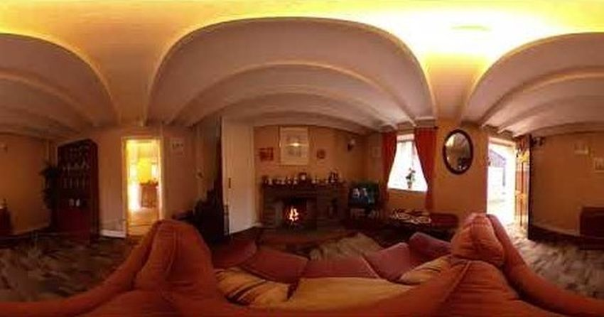 A 1980s Rhyd-y-car terrace house, with Ryan and Ronnie on the television (360-degree video)