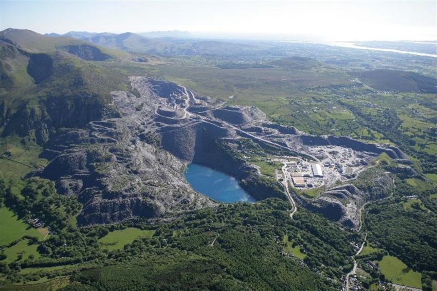 Penhyn Quarry near Bethesda in north Wales was once the largest slate quarry in the world and employed approximately 3,000 people in its heyday. Photograph C907414