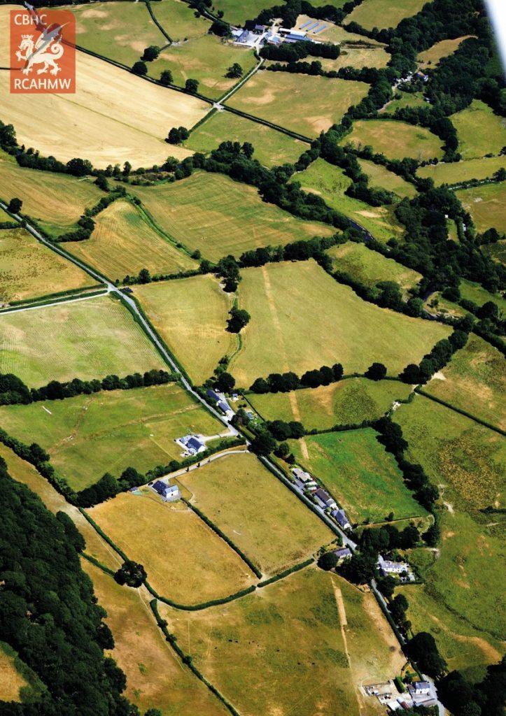 Ffordd Rufeinig, Llanbedr Pont Steffan, Ceredigion (Hawlfraint y Goron CBHC, AP_2018_3248)
