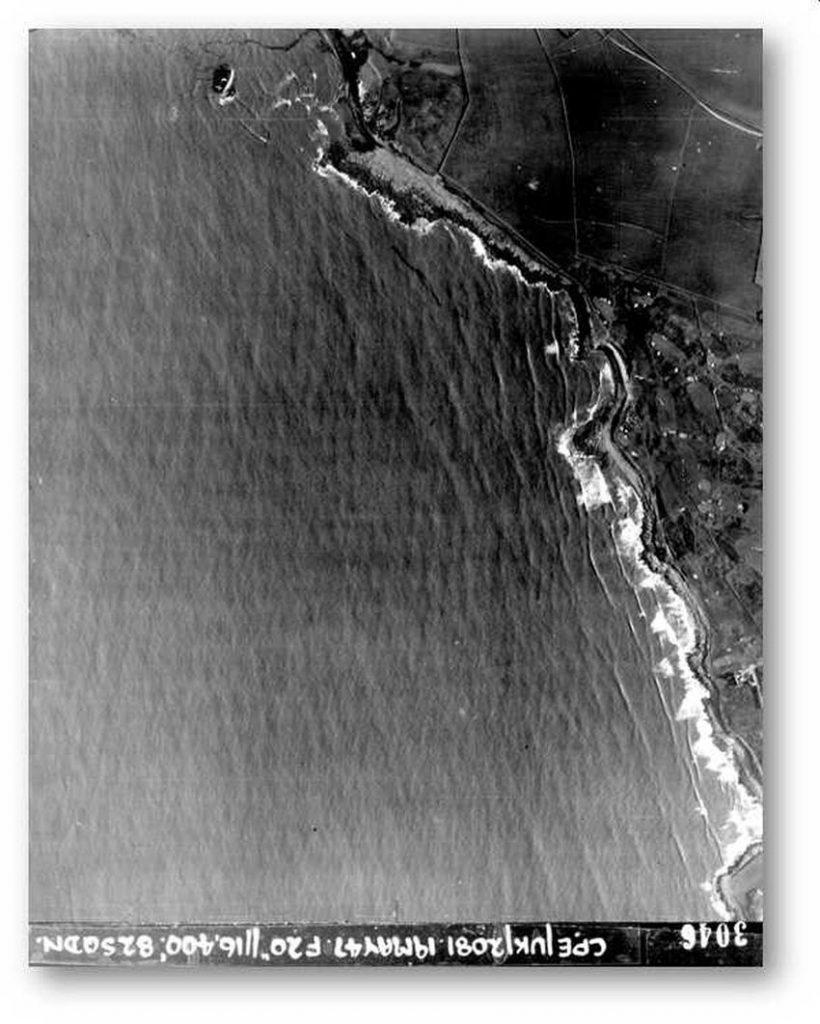 Mae awyrlun rhif 3046 o Casgliad Ffotograffiaeth y Llu Awyr Brenhinol y Comisiwn, a dynnwyd ar y 19eg o Fai 1947, yn dangos llongddrylliad y Samtampa ar waelod y ffotograff ar y dde